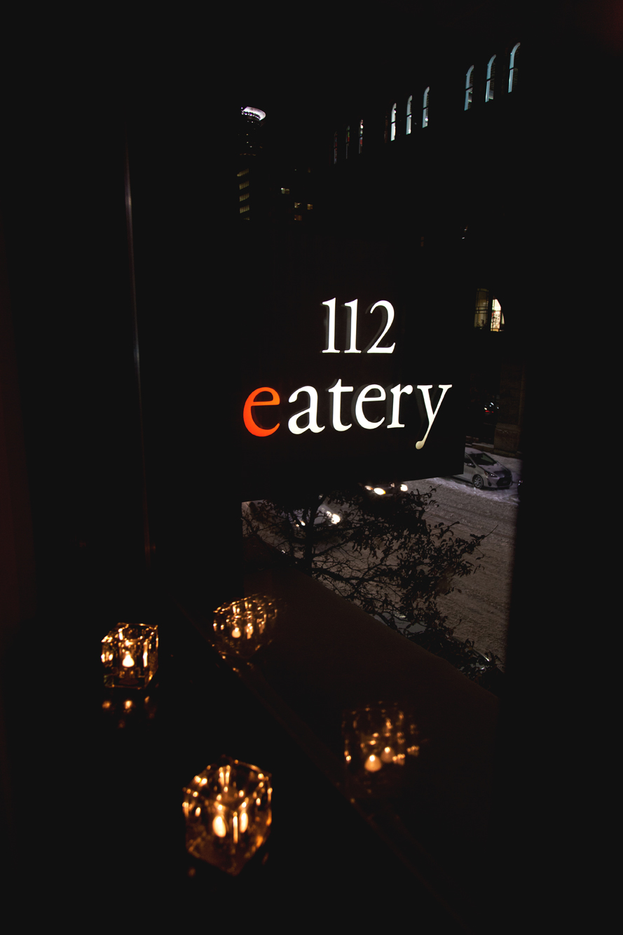 Intimate 112 Eatery Wedding Minneapolis, MN | Photography by Nicole McCoy | Rivets & Roses