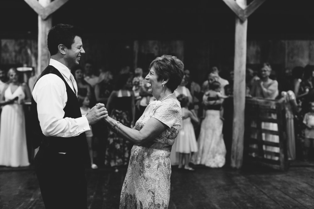 Maple Ridge Farm Wedding Taylors Falls, MN | Photography by Jess Ekstrand | Rivets & Roses