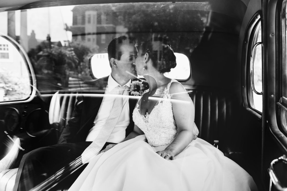 300 Clifton Wedding Minneapolis, MN | Photography by Jess Ekstrand | Rivets & Roses