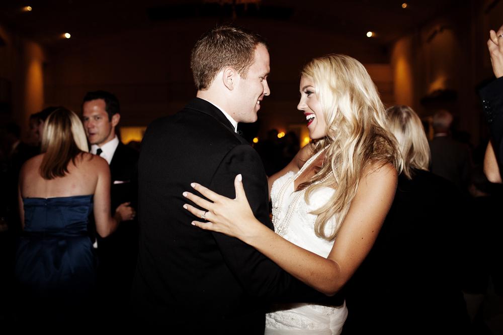 Lake Minnetonka Wedding | Wedding Photographer Eliesa Johnson of Photogen Inc. | Based in Minneapolis, MN
