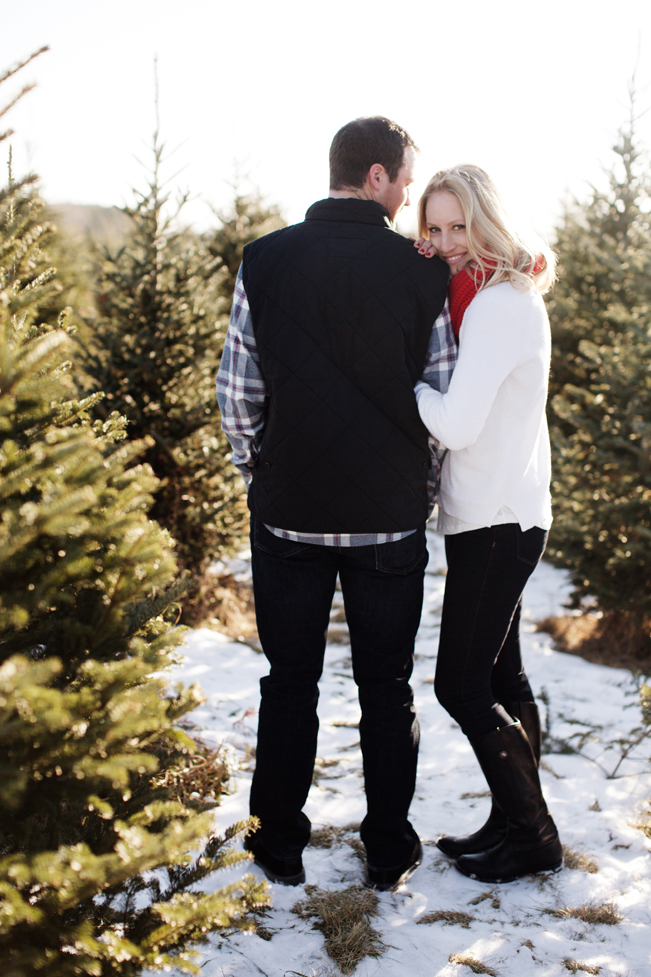 Krueger_Tree_Farm_Engagement_ShampBlog_0008