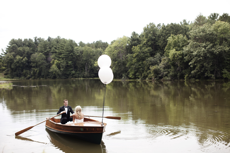 Bride and groom in a boat with ballons