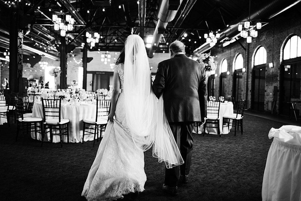 PhotogenInc_Rolls_Nicollet_Island_Pavillion_Wedding_0027.JPG