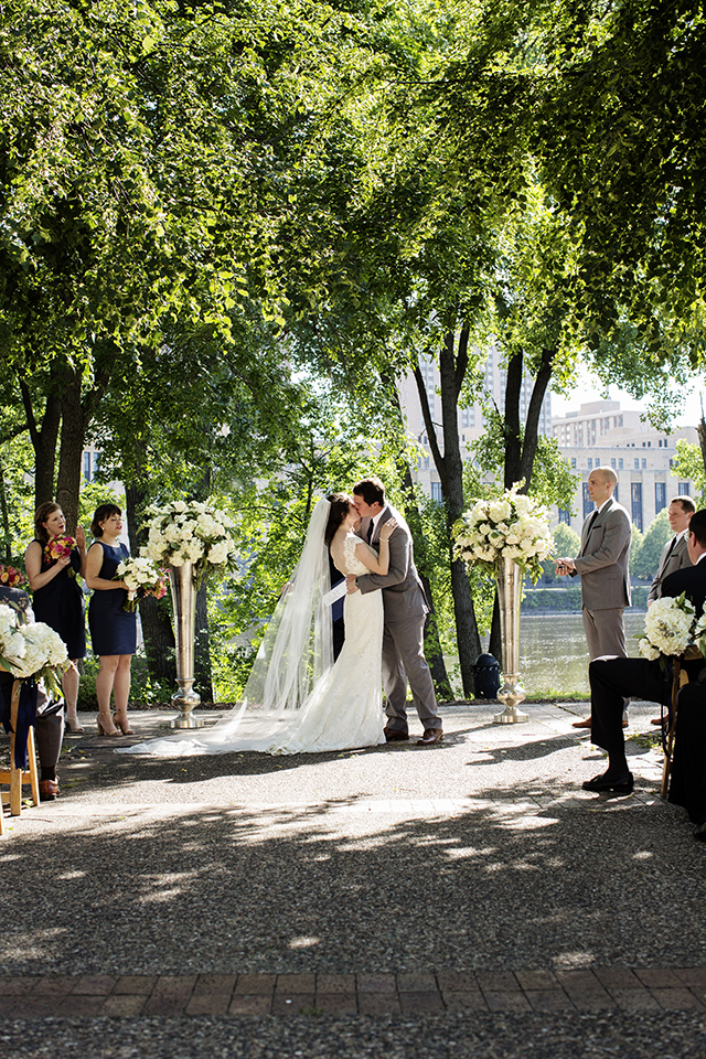 PhotogenInc_Rolls_Nicollet_Island_Pavillion_Wedding_0032.JPG