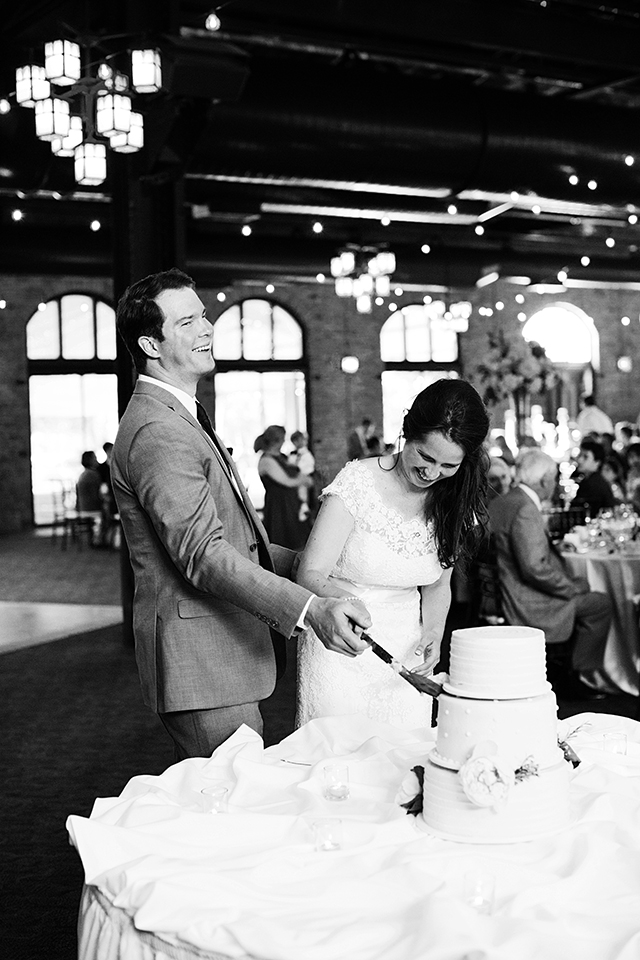 Nicollet Island Pavilion Wedding Photos | Wedding Photographer | Photography by Photogen Inc. | Eliesa Johnson | Minneapolis, Minnesota