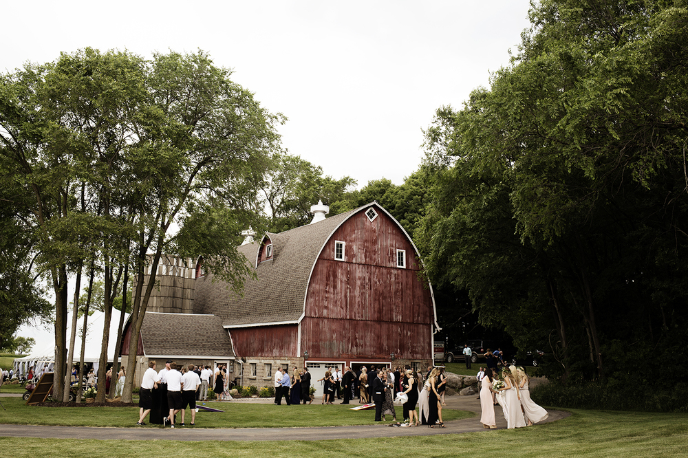Buffalo MN Barn Wedding | Wedding Photographer | Photos by Photogen Inc. | Eliesa Johnson | Based in Minneapolis, Minnesota
