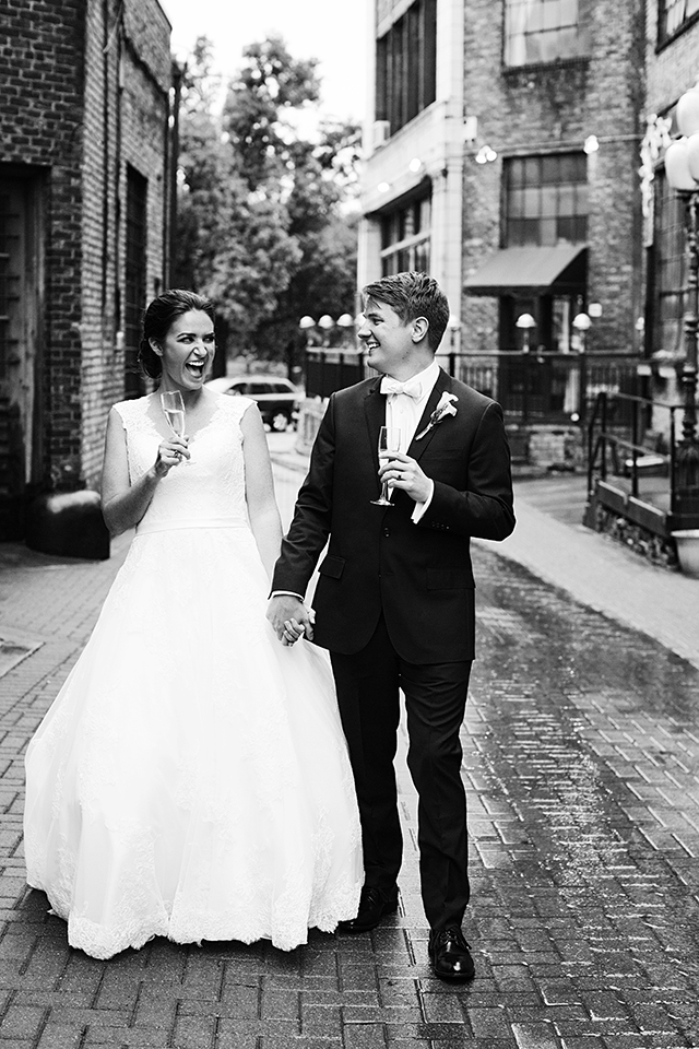 The Loring Social Wedding Photos | Photography by Photogen Inc. | Eliesa Johnson | Based in Minneapolis, Minnesota