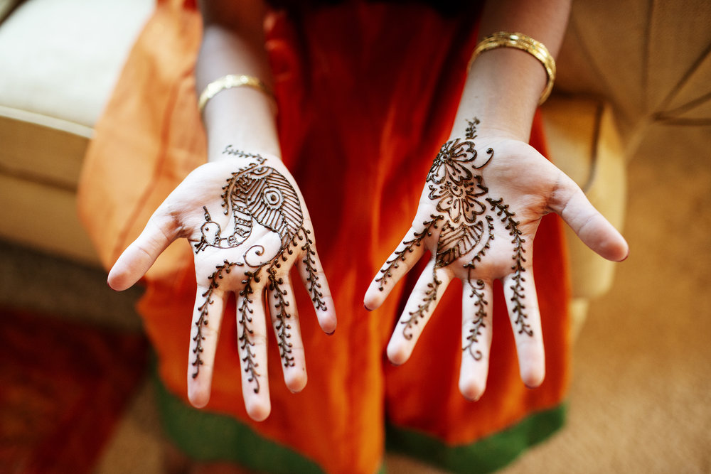 Mehndi Ceremony | Minneapolis Wedding Photos | Photography by Photogen Inc. | Eliesa Johnson | Luxury Wedding Photography Based in Minnesota