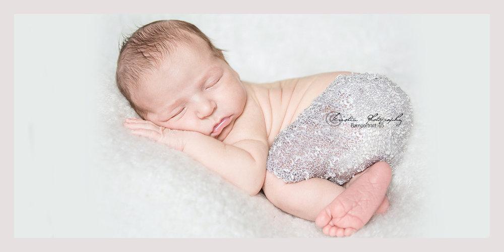 Nyföddfotograf i Eskilstuna, Kristin - Photography 1cop.jpg