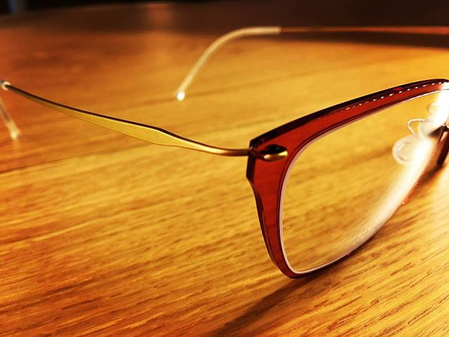 Our Friday frame of the week is this gorgeous rose-colored @lindbergeyewear frame from their n.o.w. titanium collection. Notice the hinge on the frame; it doesn't have any screws, rivets, or welds. This emphasizes Lindberg's sleek and minimalistic style and keeps the frame extremely lightweight. Stop in to check out this frame and more!  #optometry #optical #optique #uptownfamilyvision #ufv #parkridge #uptownparkridge #shoplocal #shopsmall #lindberg #sleek #glasses