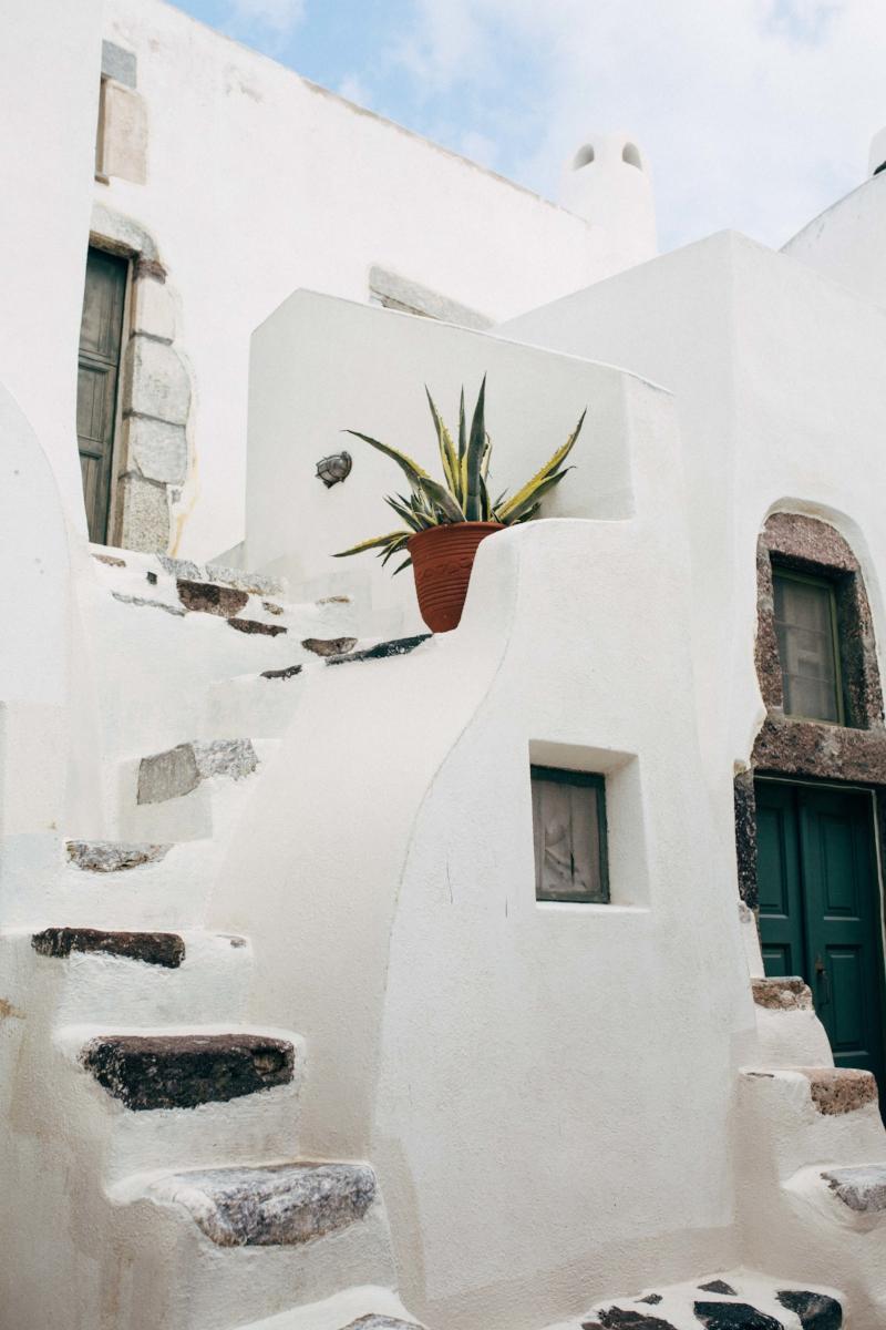 Charlotte Margot - Santorini Travel Photography