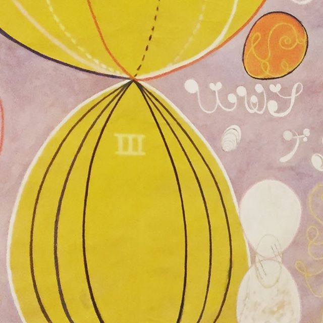 Dentre muitas coisas sou artesã. Artesã de processos e experiências transformadoras.  A expressão astral, de mundos possíveis, do sutil em cores, formas e símbolos de #hilmaafklint foi o nosso mergulho de hoje. Saio encantada e grata pela oportunidade de desenhar e facilitar esta experiência que também une mundos, abre novas possibilidades de construção nas organizações,  através da sensibilização e valorização das relações na equipe, estimulando a conexão conosco, entre nós e com o todo. #sensibilizandoorganizacoes #desenhodeexperiencias #pinacoteca #pinacotecasp #corpoalmaeestilo #arte #artenasorganizacoes #mariti