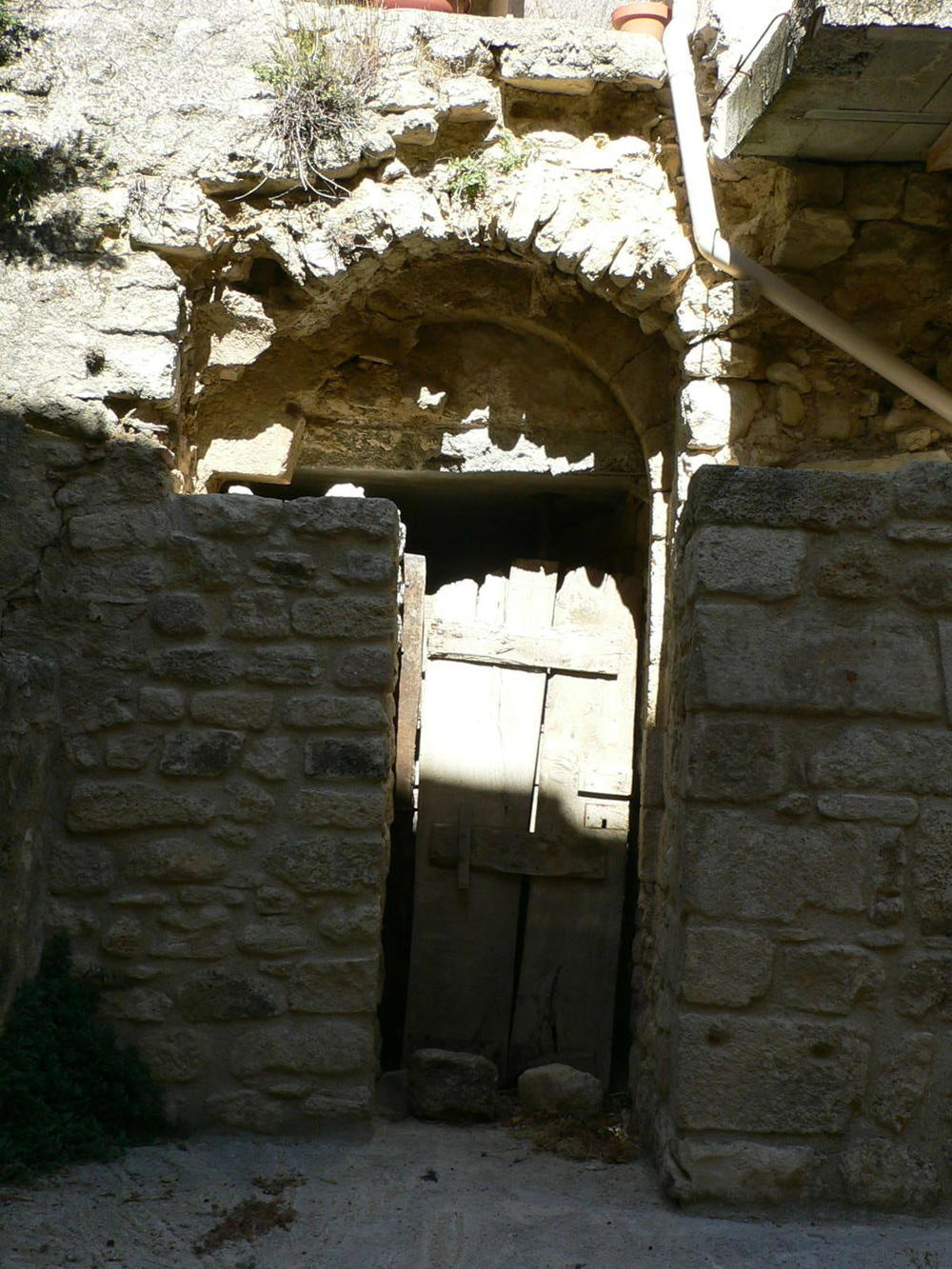 Simiane door below.jpg