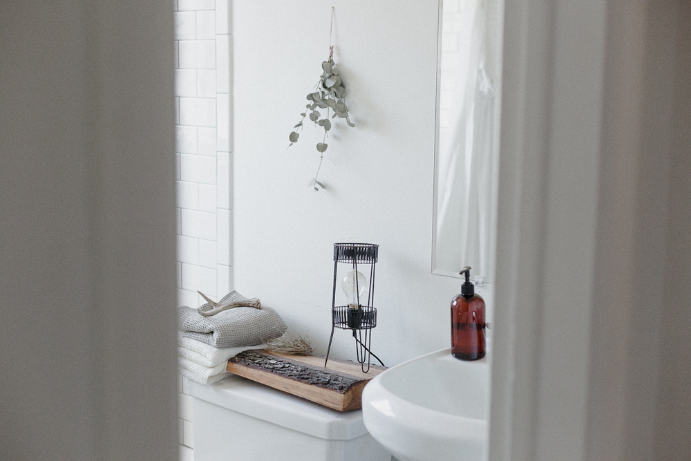5 Affordable Ways To Spruce Up Your Bathroom This Spring Abigail