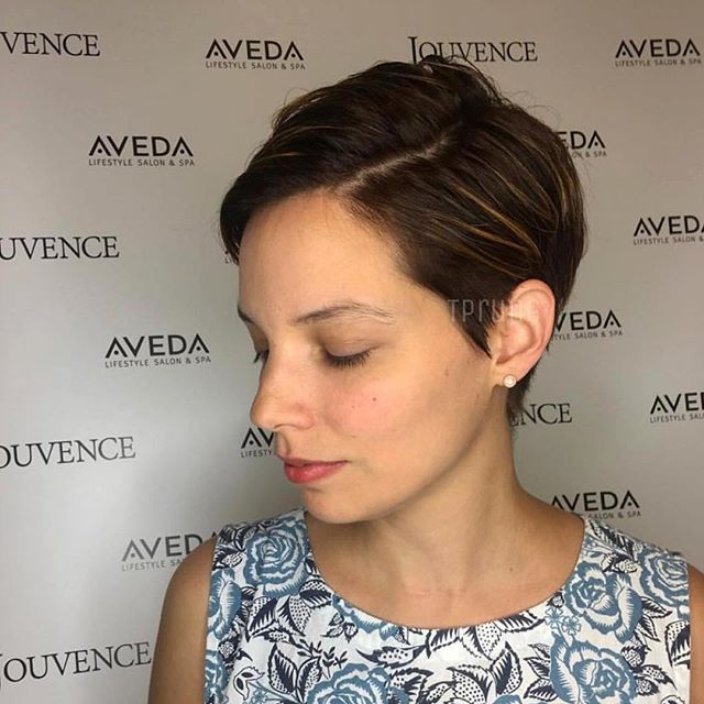 Short and Sweet 🌸 Thank you @tprung for tagging #HCM #HairColorMagic #Aveda #LupeVoss #YourWorldInColor #NeverStopLearning @HairColorMagic @Aveda @LupeVoss
