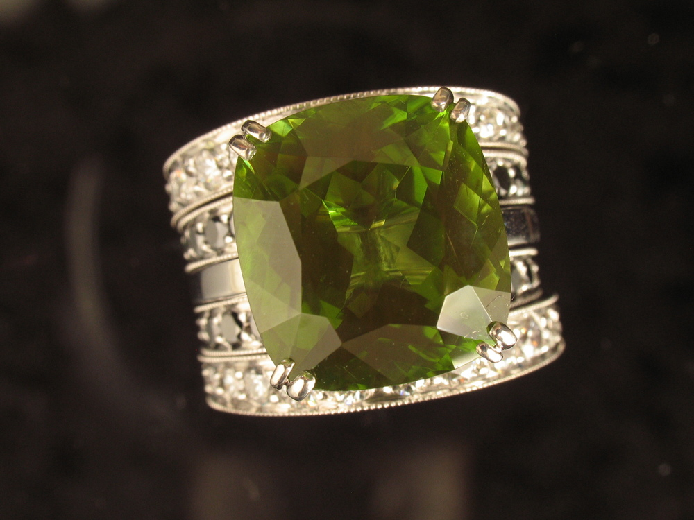 18k 5-piece wedding set with peridot, white & black diamonds