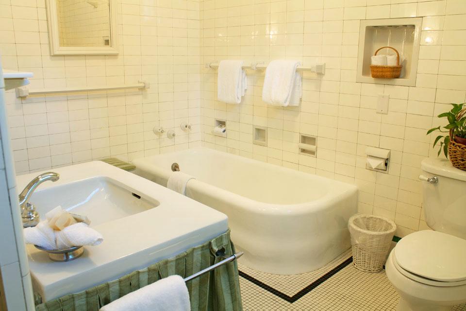 Bathroom at the Willard Street Inn: Nantucket