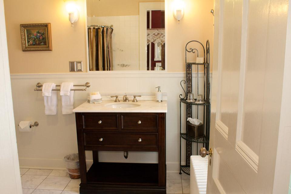 Bathroom of the Rm 4 at the Willard Inn