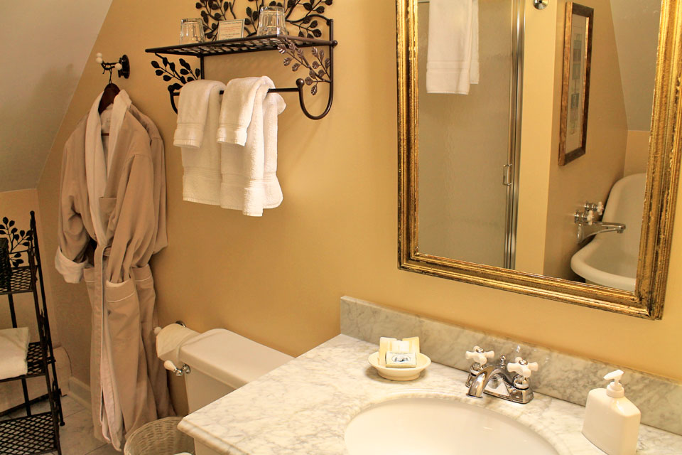 Bathroom of Suite Larkin: Burlington, VT