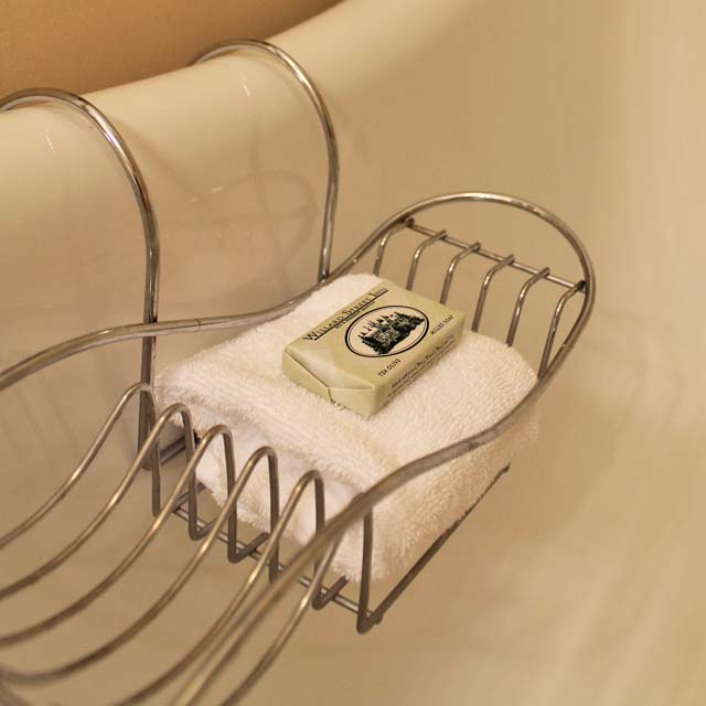WSInn_suite-larkin_tub-amenities.jpg