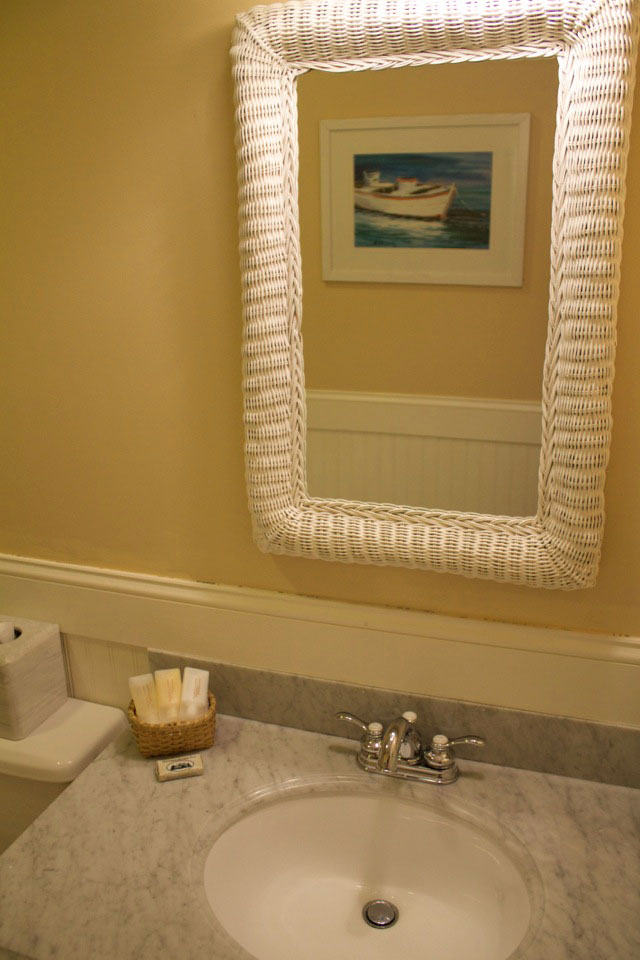 WSInn_tower-room_bath-amenities.jpg