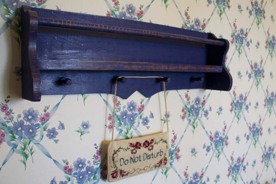 Purple accent shelf with knit Do-not-disturb sign for some extra privacy.