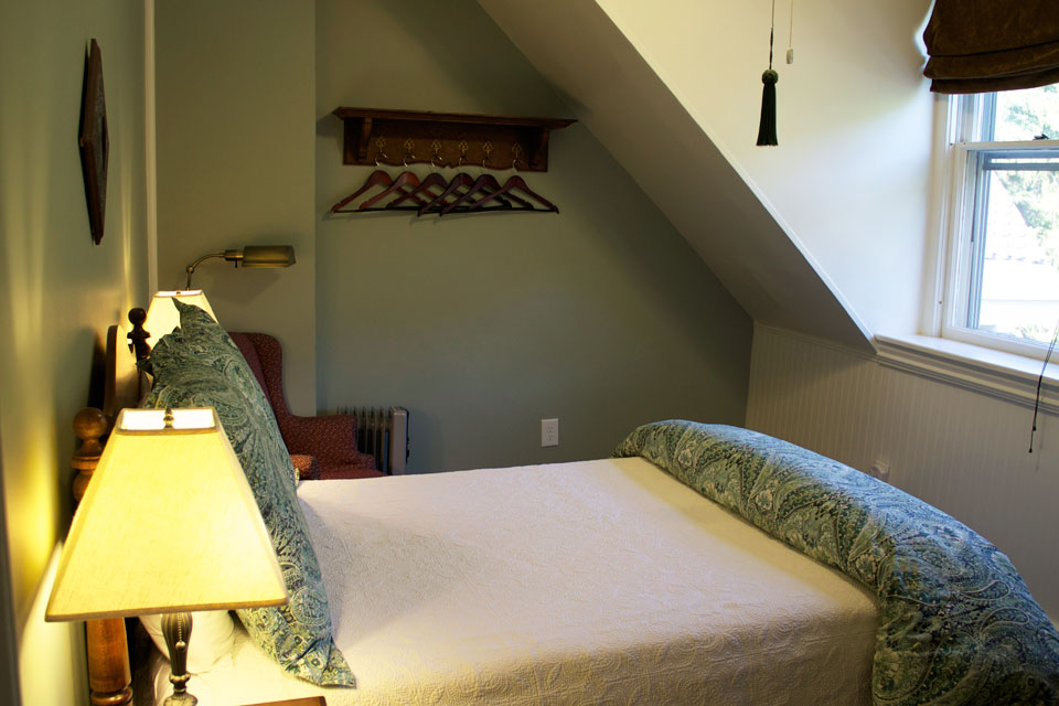 Layout of Lindsey's Loft at the Willard Street Inn. A double bed room offers a great value for accommodations in Burlington, VT.