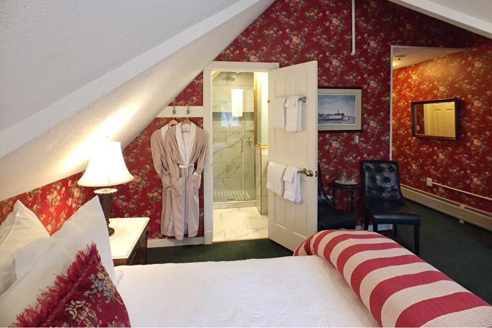 Rose Garden- Room 11 with King Bed and tiled shower- Willard street inn a Burlington, VT B&B