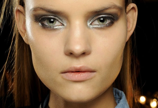 fall-beauty-trends-metallic-eyes