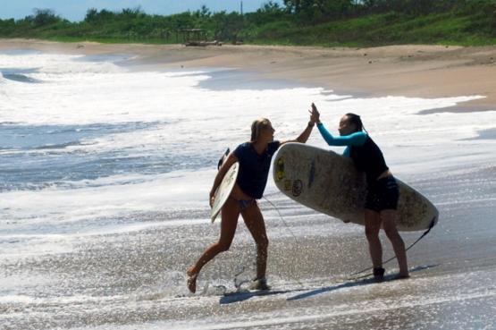 SurfWithAmigas.com