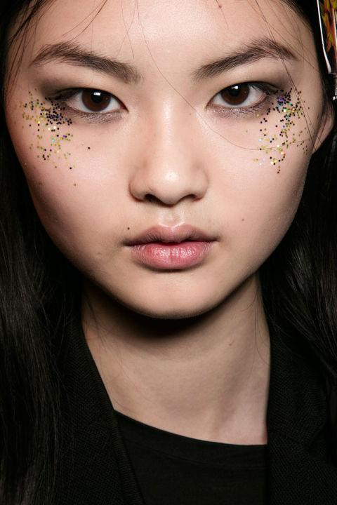 hbz-fw2016-makeup-trends-sparkle-burberry-bks-a-rf16-2397.jpg