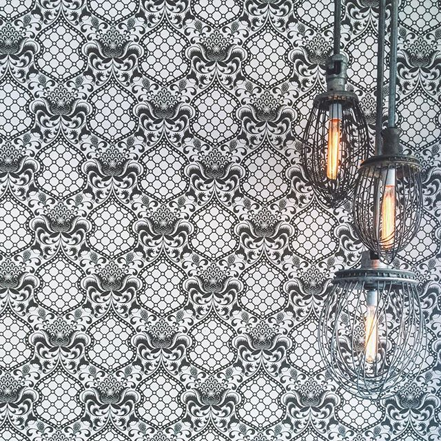 Loving this wall paper / lighting combo at @bluebirdbakeshop 😍 #interiors #bluebirdbakeshop #audubonpark #audubonparkgardendistrict #shoplocal #supportlocal #thelostsocietydesigns #inspo #wallpaper #lightfixtures