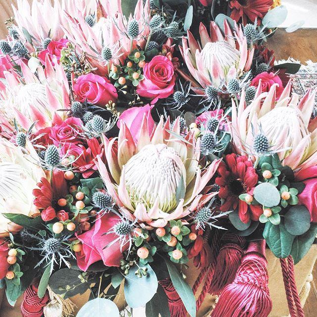 Protea dreams ✨🌸😍 @tay_jenk #takingthomas #thelostsocietydesigns #TLSweddings #TLSevents #weddingflowers #proteas #thistles #gerberdaisys #pinkfloydroses #tassles