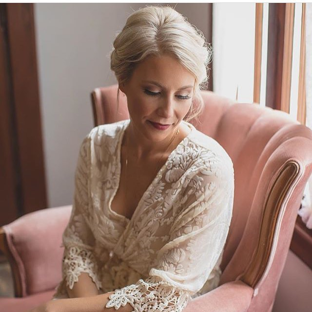 #tbt to @tay_jenk sitting pretty in The Nectar Chair on her wedding day 😍👰🏼 photo: @ashleyjanephoto #vintagerentals #lostvintagerentals #desertprimrose #thelostsocietydesigns