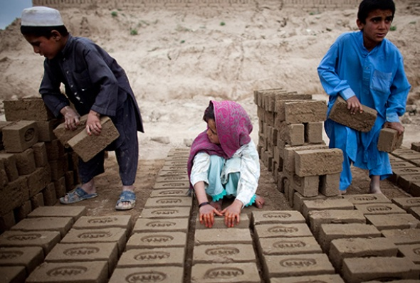 afghanistan-children_sorting_bricks-majid_saeedi-getty.jpg