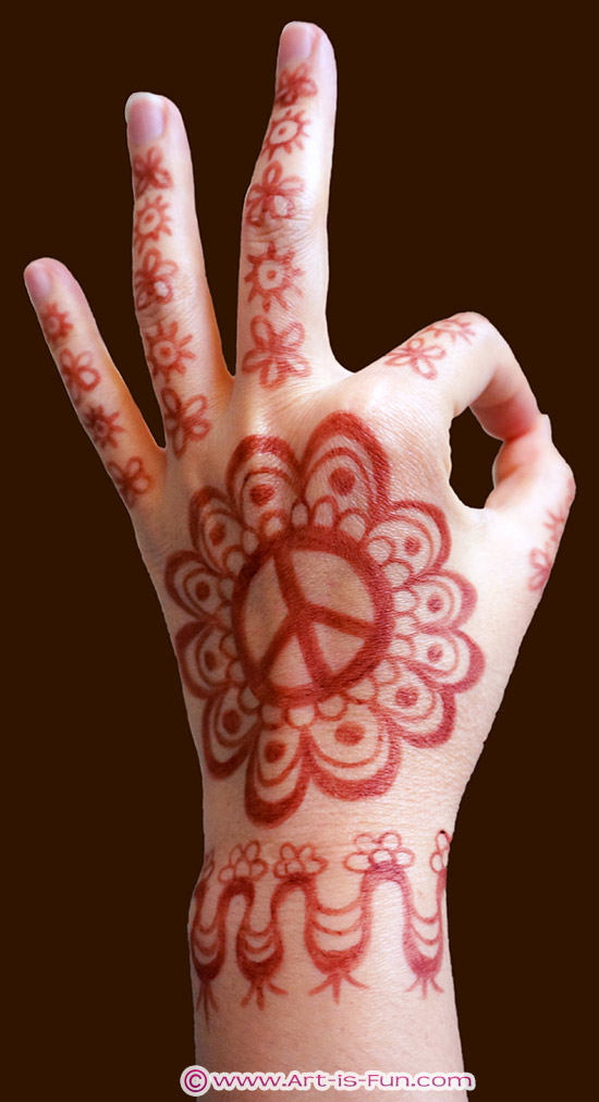 Learn how to draw this henna hand design in Chapter 6!