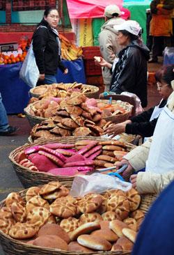 Pan de muerto for salein Santiago Tianguistenco, Mexico Photo credit: Alejandro Linares Garcia