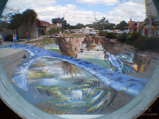 Anamorphic sidewalk chalk drawing by Gregor Wosik
