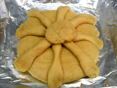Large Traditional Pan de Muerto Loaf