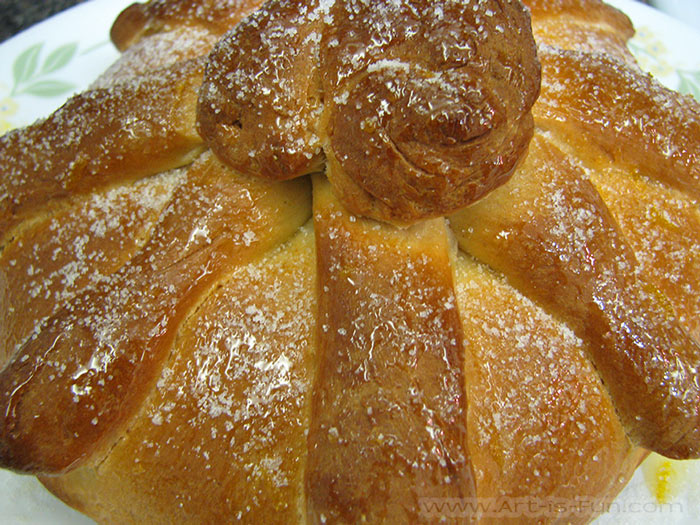 Traditional Pan de Muerto