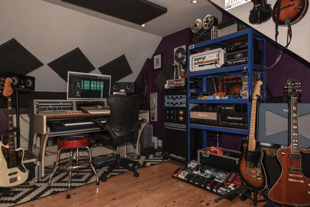 Benni-Dumville-Record-Producer-Audio-Engineer-Mix-Mixing-Mastering-Recording-Studio-Music-Rock-Metal-Pop-Rap-Folk-Country-Voice-Over-Radio-Commercial-TV-Guitars-Singing-Song-Teddington-Kingston-Hampton-Twickenham-London-UK-Studio.jpg
