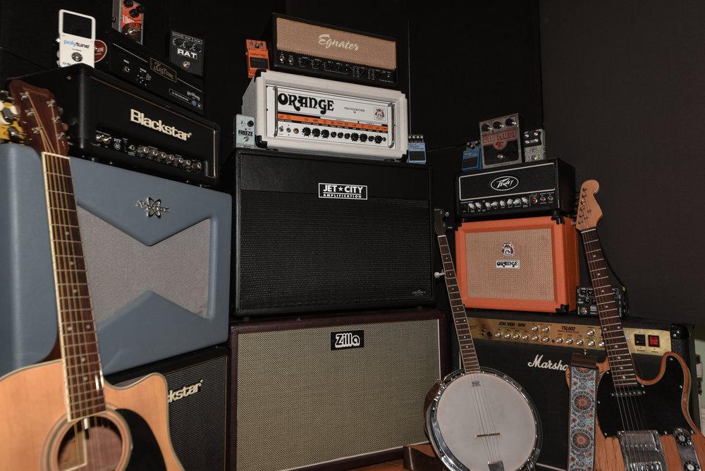 Benni-Dumville-Instruments-Guitars-Banjo-Acoustic-Recording-Amplifiers-Effects-Pedals-Producer-Record-Teddington-London-Mixing-Mixer-Mastering.jpg