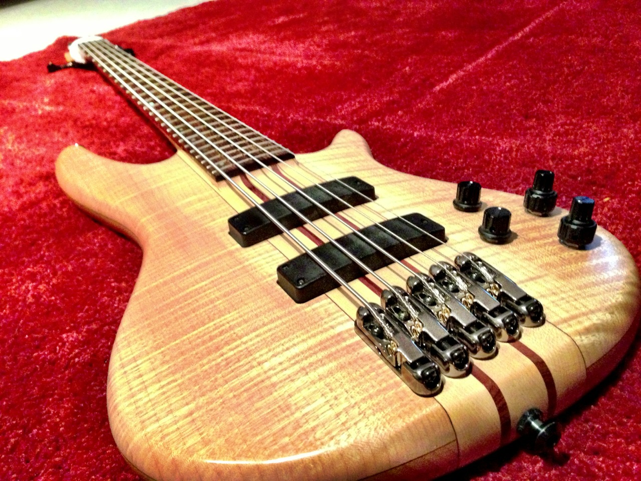 This #bass got a new life today as a Tenor 5-string - E-to-C. It had frustrated me for years in tone and playability and now that I changed the strings and gave it a full setup, it sounds and plays so much better.    Relatively short scale (compared to my other basses), neck-through for sustain and high-register access, narrow string spacing. It makes so much sense for it to be the way it is now, in hindsight.