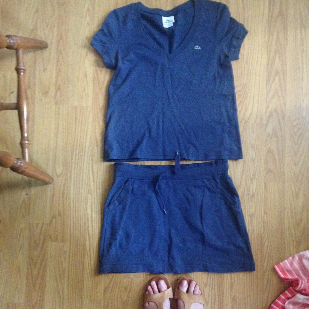 Short top to go with high waisted shorts, pants or skirts, and a draw string boat skirt.