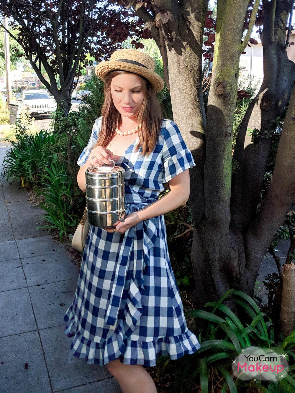 10 pieces, 30 outfits from www.goingzerowaste.com #capsulewardrobe #zerowaste