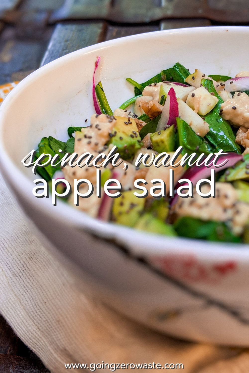 Spinach, walnut, and apple salad from www.goingzerowaste.com #salads #fallrecipes #spinach #apple