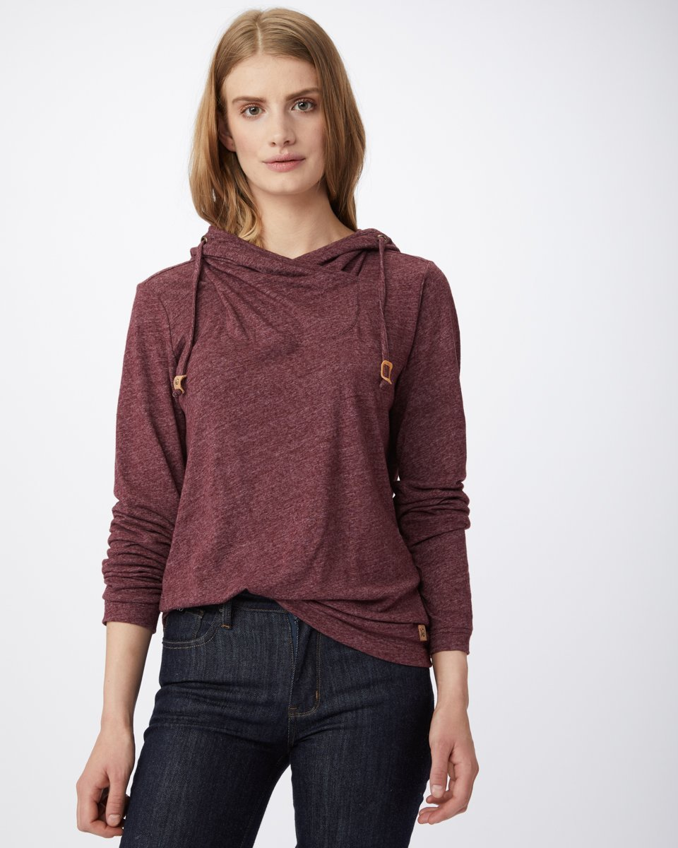 5 Sustainable and Ethical Athleisure Pieces to Keep You Cozy All Winter Long from www.goingzerowaste.com #ethicalfashion #sustainablefashion #athleisureware #wintersweatshirts