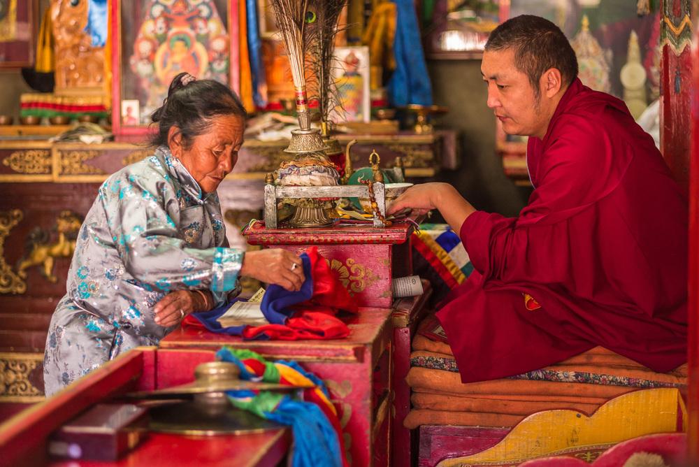 Lama Baasansuren with elderly Mongolian supplicant