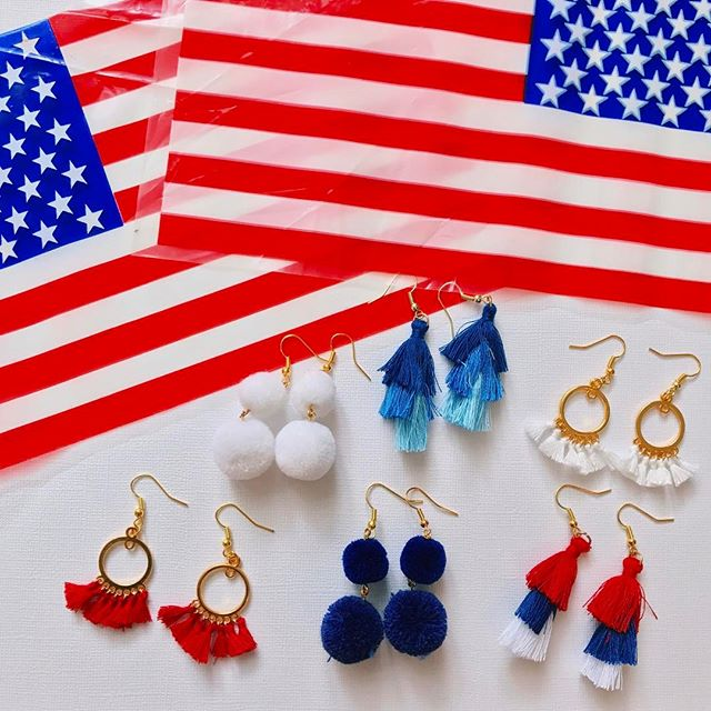 PROMO: tag a friend on this post to be included in a raffle for FREE earrings!!! 💋❤️🇺🇸