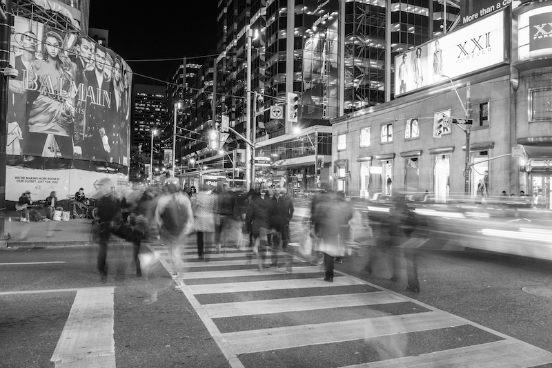 20151030-_DSF7509 Crossing at Yonge and Dundas copy.jpg